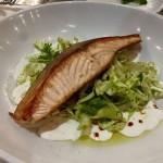 דג סלמון במסעדת יוליה בנמל תל אביב