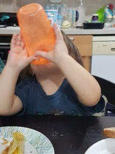 Nuby - נובי משיקים מתוך סדרת wash or toss המצליחה סט כוסות עם מכסים