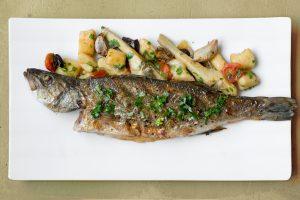 דג לברק אפוי וניוקי אליאוליו מנת דגל של השף סהר רפאל, ממסעדת כרמים