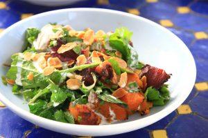 פאראקאלו מתחדשת עם תפריט מגוון ומציעה את יוון השמחה במסעדת חוף מעוצבת עם מנות ים תיכוניות וקוקטיילים מרעננים